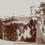 Ливадийская церковь. Фото конца XIX в. На стене роза Banksia